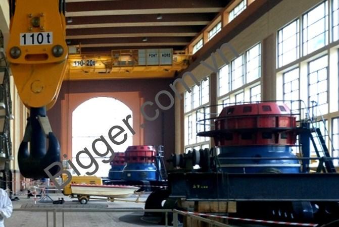 Lắp đặt cầu trục trong nhà máy thủy điện