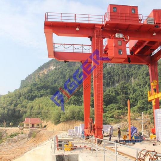 Lắp đặt cổng trục thủy điện